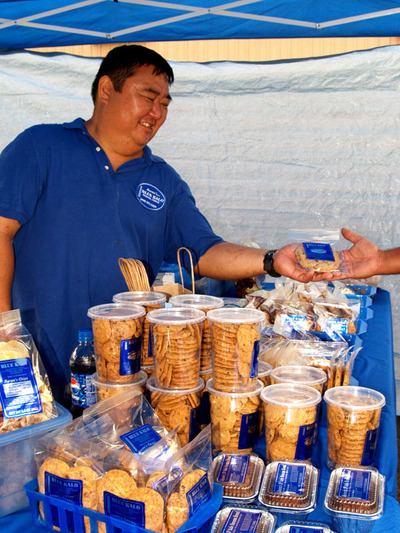 Kinoole_farmers_market_arron_blue_3